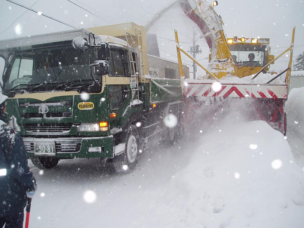 道路維持除雪業務 例年11月〜2月
