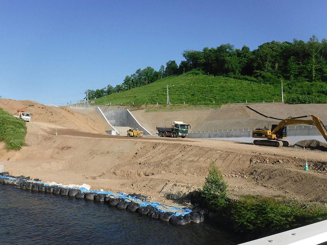 とうま農地防災事業 当麻ダム洪水吐建設工事